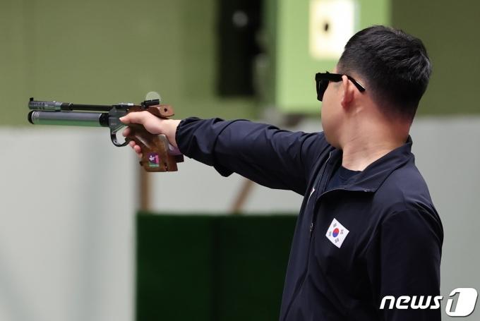 [사진] 차분하게 사격 이어가는 김모세
