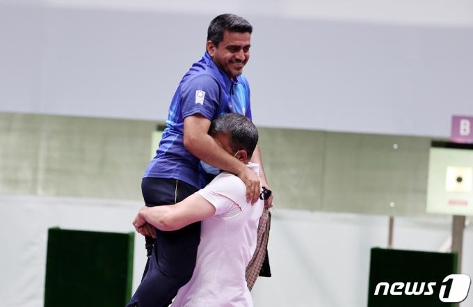 [사진] 이란 사격 자바드 포루기 '금메달의 기쁨'