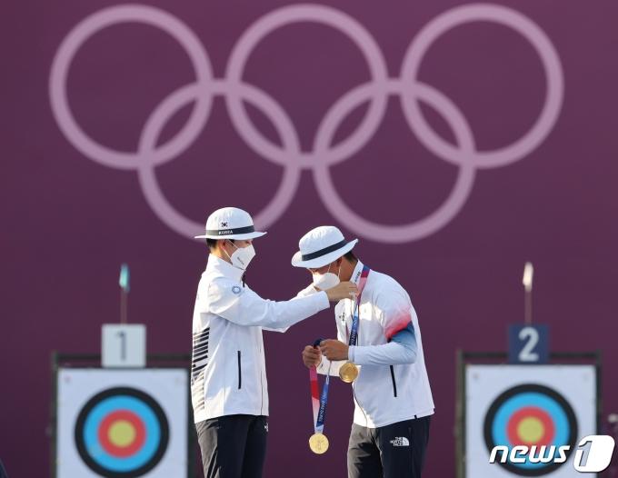 [사진] '막내들이 해냈다!' 첫 금메달 안겨준 안산·김제덕