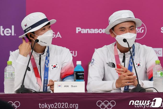 [사진] '양궁 남매' 안산과 김제덕, 금메달 기자회견