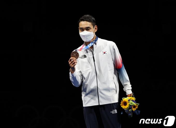[사진] 김정환 '한국 펜싱 사상 최초 올림픽 3연속 메달'
