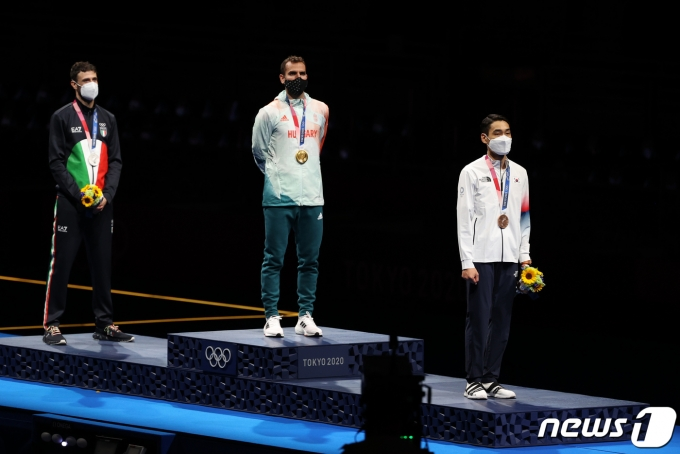 [사진] 김정환 '펜싱 최초 3연속 메달'