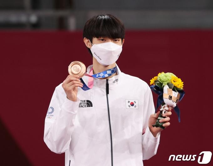 [사진] 남자 태권도 첫 메달... 장준 '동메달 획득'