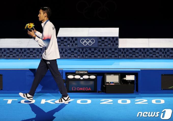 [사진] 시상식장 나서는 김정환