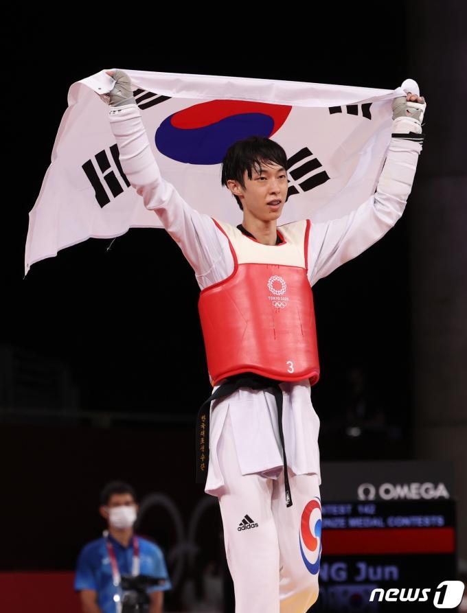 [사진] 태권도 57kg 동메달 획득한 장준