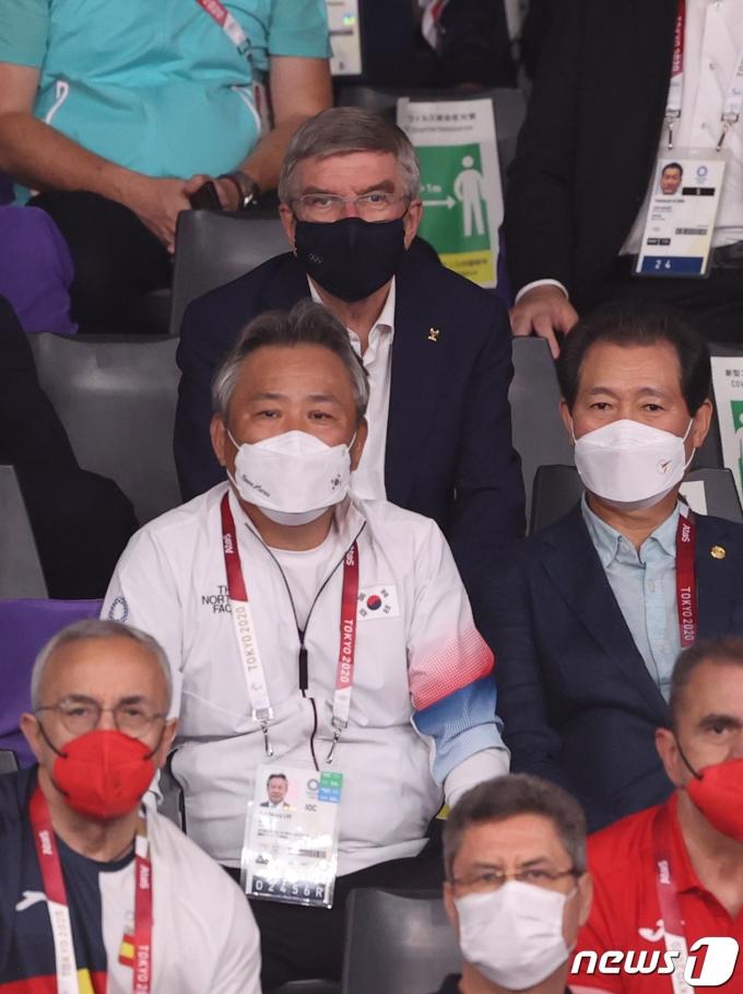 [사진] 대권도 경기 관람하는 바흐 IOC 위원장과 이기흥 체육회장