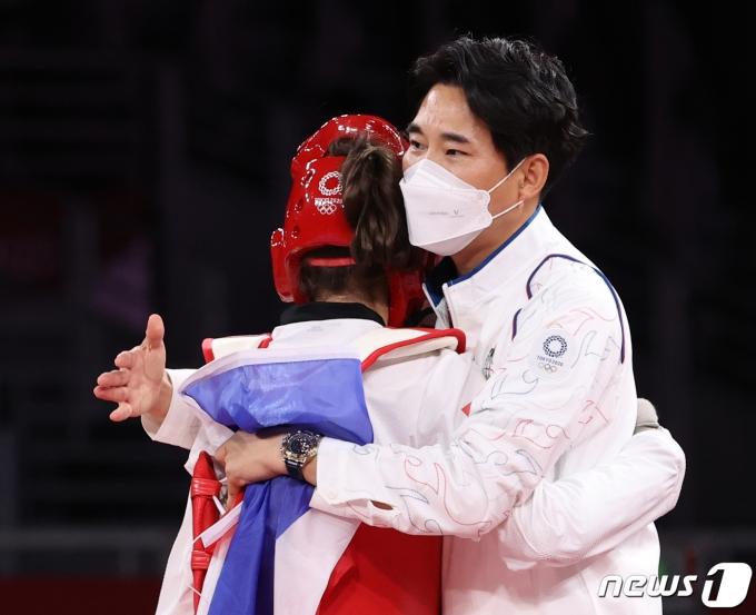 [사진] 태국 태권도에 금메달 안겨준 최영석 감독