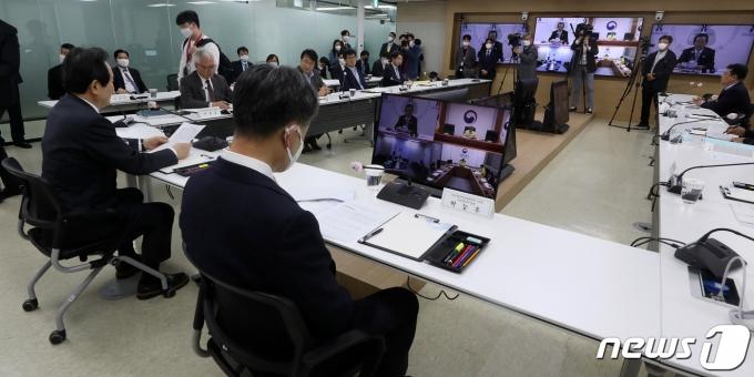 지난해 4월에 열린 생활방역위원회 제3차 회의. /뉴스1 © News1 이동해 기자