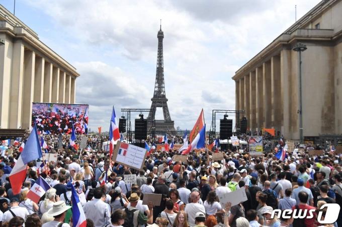 프랑스에서 코로나19 백신 접종 의무화에 반대하는 시위가 벌어졌다. © AFP=뉴스1