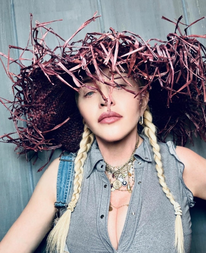 팝의 여왕 마돈나가 여전한 카리스마를 뽐내는 사진을 공개해 화제다. /사진=마돈나 인스타그램