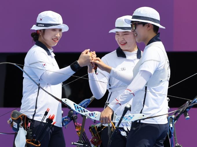 도쿄올림픽 여자 양궁 대표팀이 이탈리아를 꺾고 단체전 4강에 올랐다. 사진은 여자대표팀의 모습. /사진=뉴스1