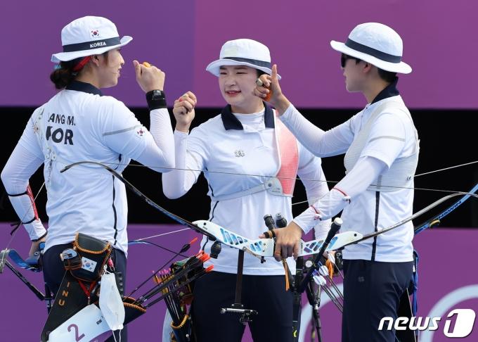 [사진] 여자 양궁 단체전 '금메달 가자!'