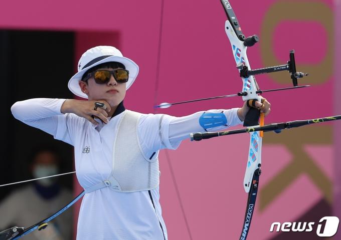 [사진] 양궁 안산 '금메달 향해'