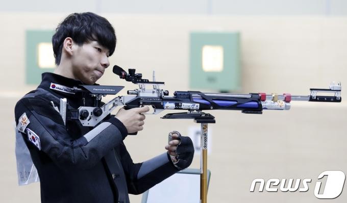 남태윤은 2020 도쿄 올림픽 남자 10m 공기소총 결선 진출에 실패했다. 2018.9.3/뉴스1 © News1 이승배 기자