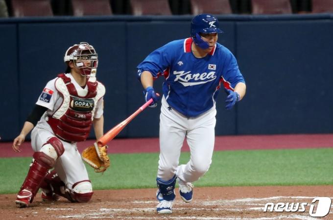 [사진] 안타로 득점 올리는 김현수