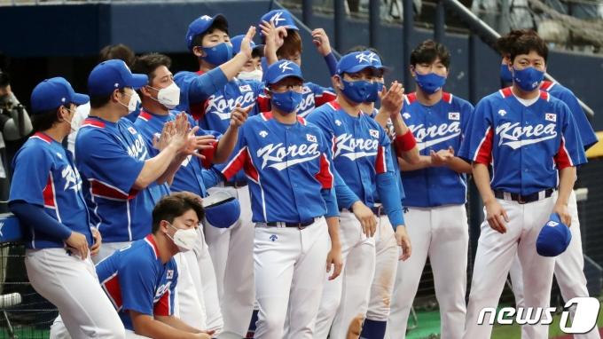 [사진] 박수치는 야구 대표팀