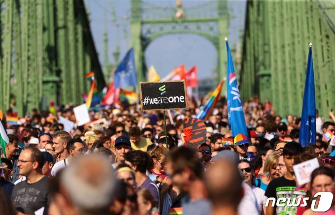 헝가리 부다페스트에서 역대 최대 규모의 퀴어퍼레이드가 열렸다. © AFP=뉴스1