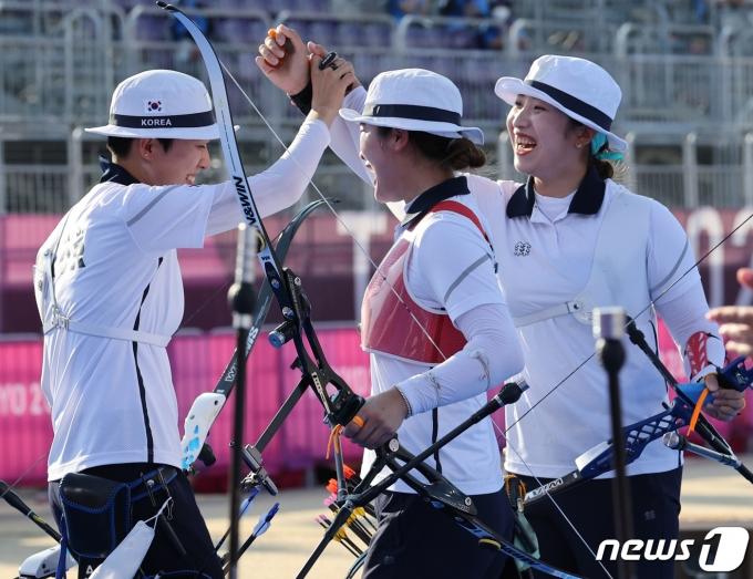 [사진] '올림픽 9연패' 위업을 달성하는 여자 양궁 선수