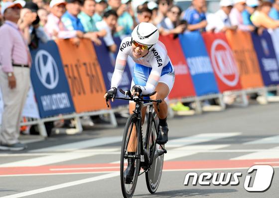 여자 사이클 간판 나아름 /뉴스1 DB © News1