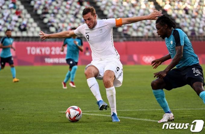 뉴질랜드가 도쿄 올림픽 조별리그 2차전에서 온두라스에게 2-3으로 졌다. © AFP=뉴스1