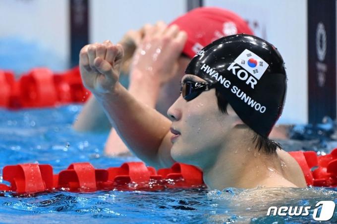 [사진] 한국 신기록 세우고 기뻐하는 황선우