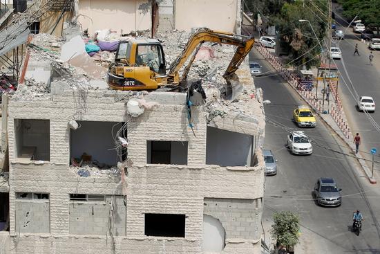 지난 25일(현지시각) 이스라엘의 공습으로 가자지구 내 건물이 피해를 당했다. /사진=로이터