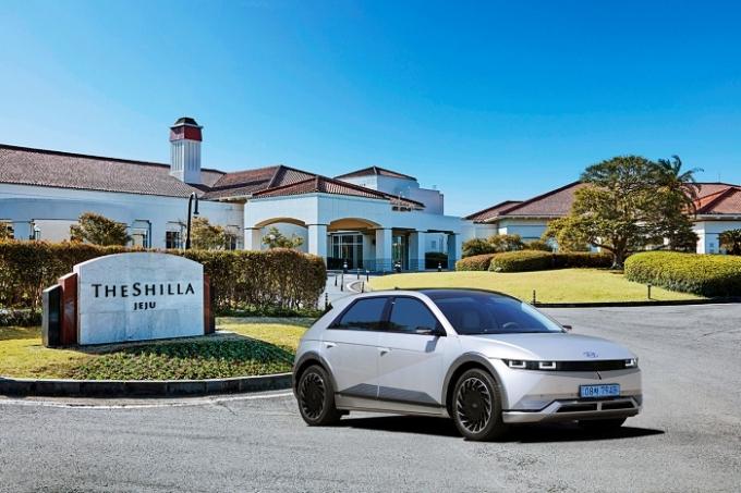 현대자동차 제주신라호텔 투숙객을 대상으로 '전기차 체험 이벤트'를 운영한다. /사진제공=현대자동차