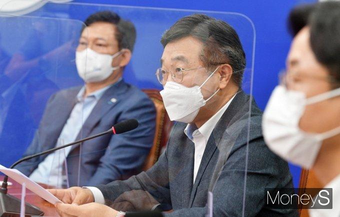 """[머니S포토] 윤호중 """"법사위 기능 제한, 8월 국회 서 국회법 처리"""""""