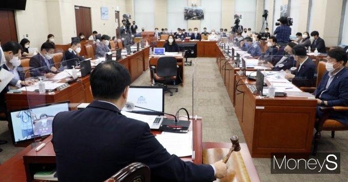 [머니S포토] 국회 국방위, 청해부대 집단감염 긴급현안질의