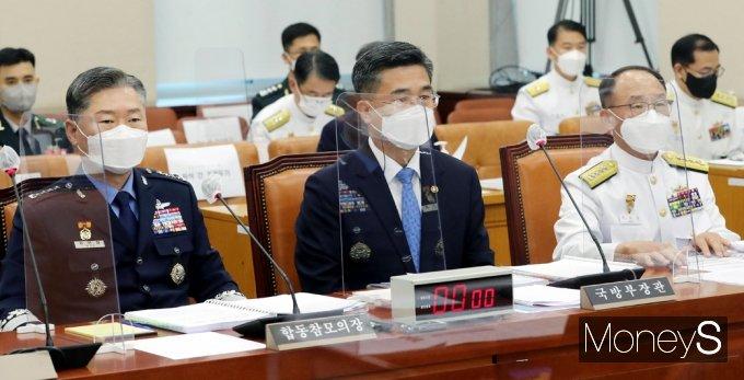 [머니S포토] 국회, 청해부대 집단감염 현안질의 갖는 軍 인사