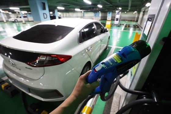 K-배터리, 중국 제외 전기차 시장 55.3% 휩쓸었다