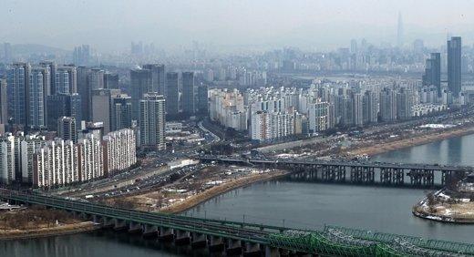 전국 아파트 매매 중간값 5억원 돌파… 서울 10억원