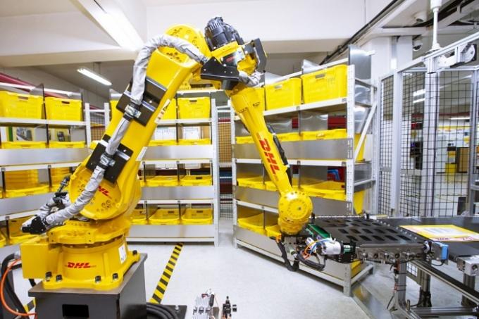 DHL 코리아가 국내 특송업계 최초 인공지능(AI) 기반 소화물 분류 로봇을 DHL 코리아 강북 서비스센터에 도입해 운영한다./사진제공=DHL 코리아