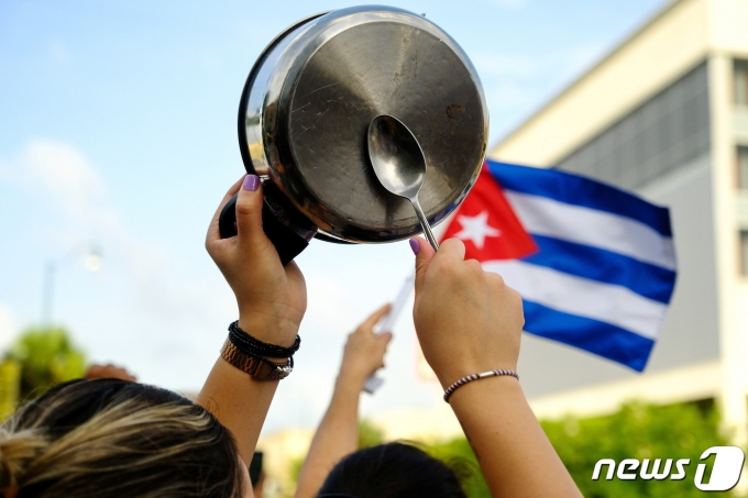 미국 플로리다주 마이애미 쿠바인 거주지 리틀아바나에서 2021년 7월 12일(현지시간) 쿠바 반정부 시위를 지지하는 집회가 열렸다. © 로이터=뉴스1 © News1 최서윤 기자