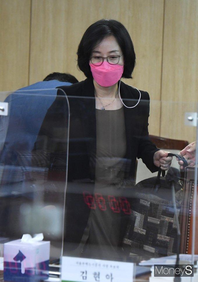 [머니S포토] 인사청문회 참석하는 김현아 SH 사장 후보자