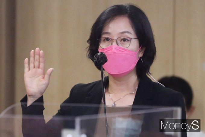 [머니S포토] 선서하는 김현아 SH 사장 후보자