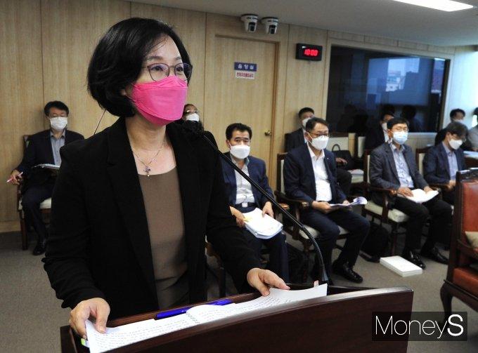 [머니S포토] 인사청문회에서 발언하는 김현아 SH 사장 후보자