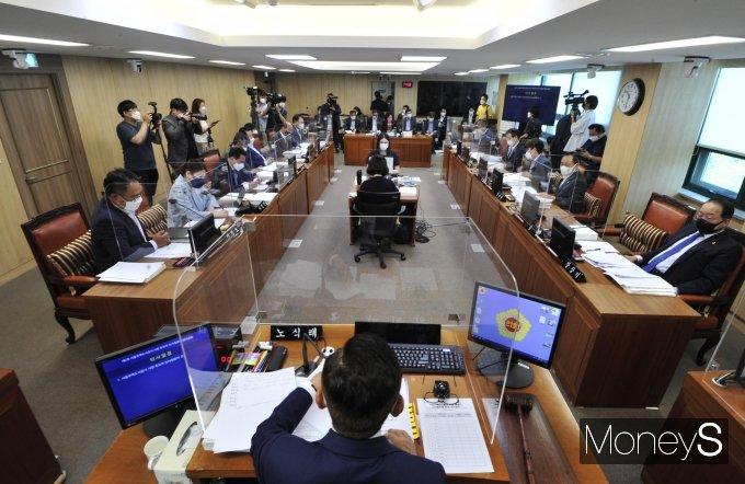 [머니S포토] 김현아 SH사장 후보자 서울시의회 인사청문회
