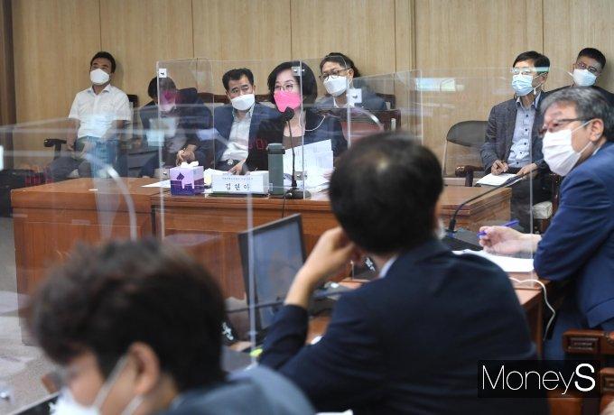 [머니S포토] 질의 받는 김현아 SH 사장 후보자