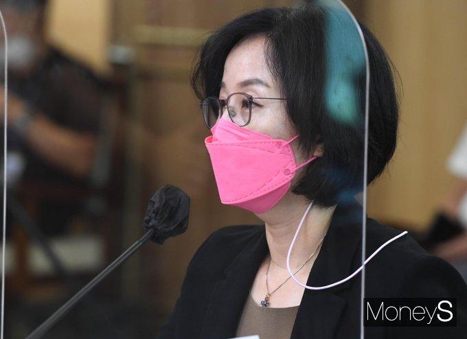 [머니S포토] 서울시 주거 관련 질의 듣는 김현아 후보자