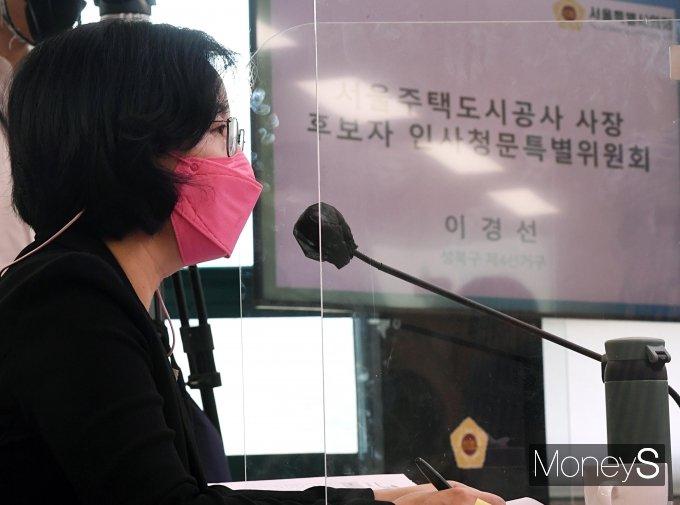 [머니S포토] 질의 답하는 김현아 SH 사장 후보자