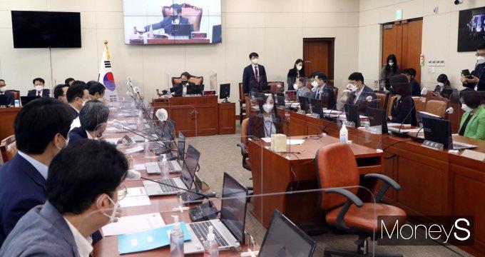 [머니S포토] 이원욱 국회 과방위원장, 방통심의위원 추천의건 상정