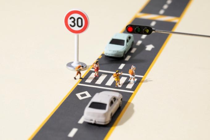 앞으로 어린이 보호구역이나 횡단보도에서 교통법규를 위반하면 자동차 보험료를 최대 10% 더 내야한다./사진=이미지투데이