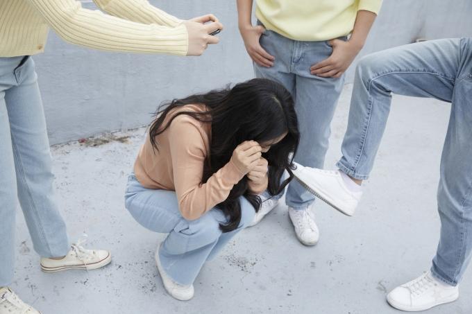 길 가던 여학생의 목을 조르고 금품을 갈취 하려 한 10대 남학생 2명이 경찰에 체포됐다. 사진은 기사와 관련 없음. /사진=이미지투데이