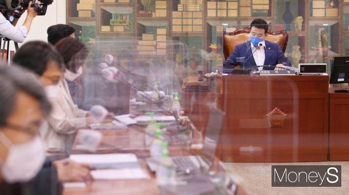 [머니S포토] 박정 소위원장 '언론중재법' 심의하는 문체위 소위