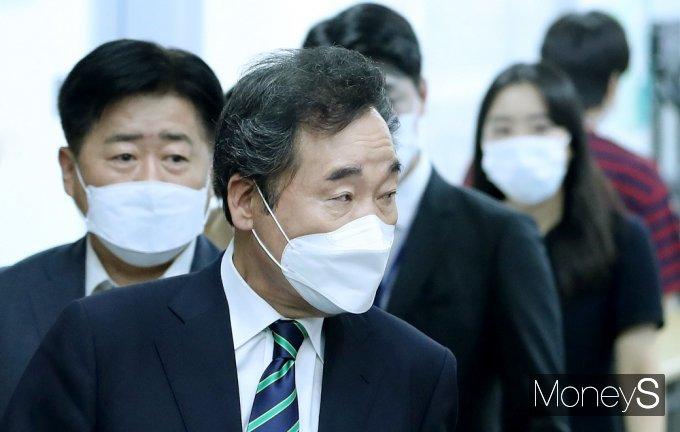 [머니S포토] 주거 정책 기자회견, 입장하는 잠룡 '이낙연'