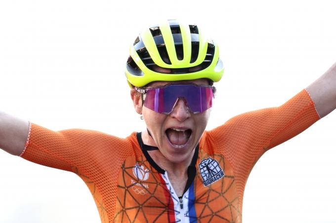 지난 26일 2020도쿄올림픽 사이클 여자 개인도로에서 2위를 차지한 플로텐은 자신이 금메달 획득했다고 착각해 포효하고 있다. /사진=로이터