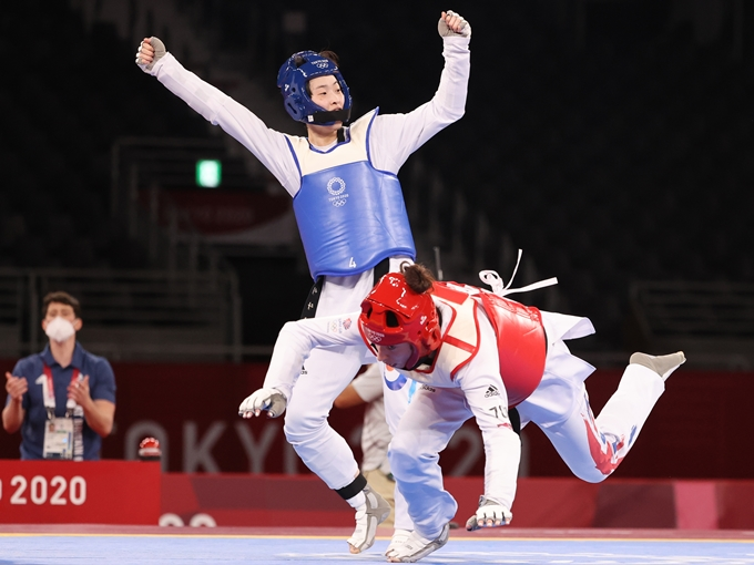 27일 이다빈(25·서울시청)이 2020 도쿄올림픽 태권도 여자 67kg 초과급 결승에 진출했다. 사진은 이날 준결승 경기에서 비안카 워크던을 상대로 공격을 하는 이다빈 모습. /사진=뉴스1