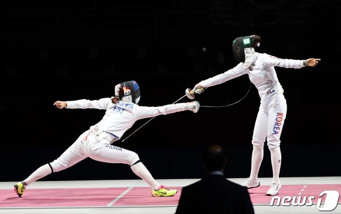 [사진] 최인정 '끝까지 집중'