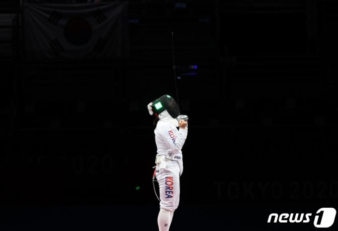 [사진] 강영미, 어둠속의 포효